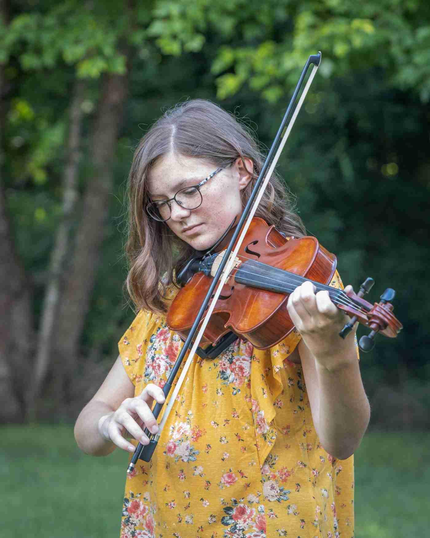 Hanna Senior Portrait Violin 2