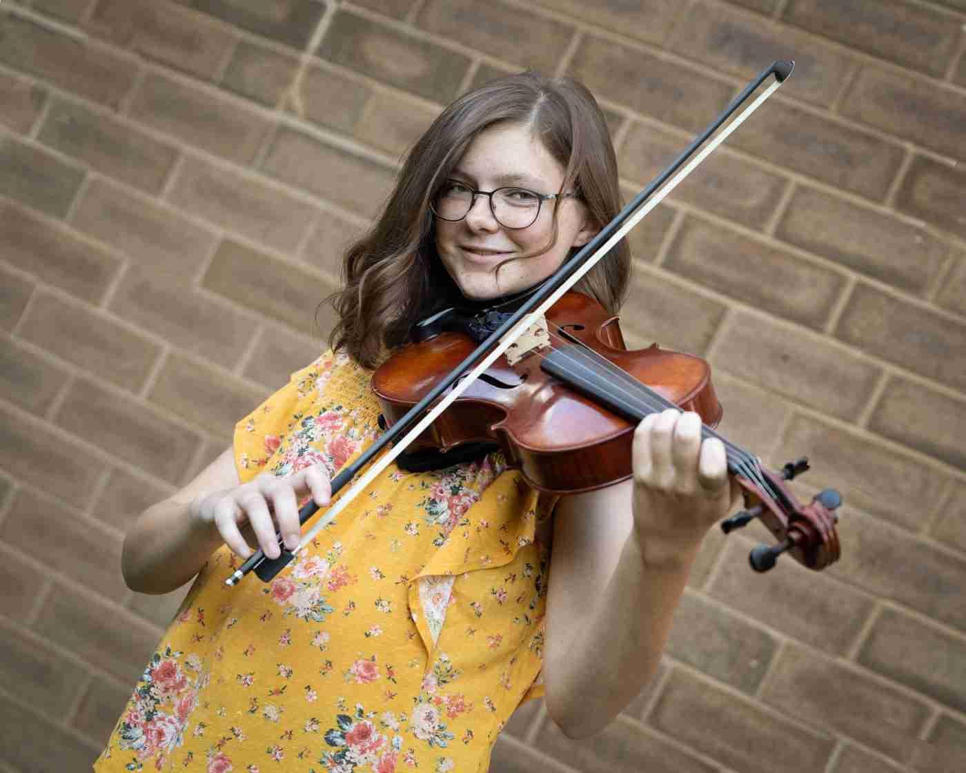 Hanna Senior Portrait Violin 4