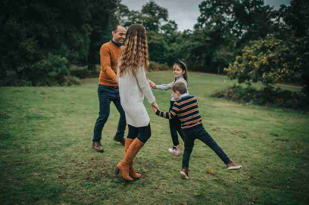 family playing using ring around the rosie Photography Prompt for Families